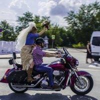 Байкер с невестой. :: Ильдус Хамидулин