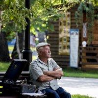 ..в городском саду играет....... :: Александр Малышев