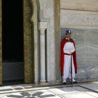 Часовой при входе в королевский мавзолей. :: Светлана marokkanka