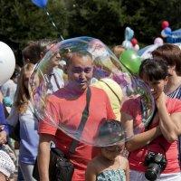 Мыльный пузырь. :: Виктор