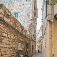 Греция, на узких улочках Керкиры2 :: Алексей Кошелев
