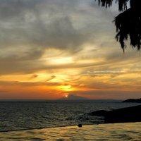 Закат в Южно-Китайском море :: Елена Шемякина