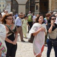 иностранки (парижанки? итальянки?...) в Праге :: Ларико Ильющенко