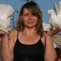 Елена и голуби :: Galina Kazakova