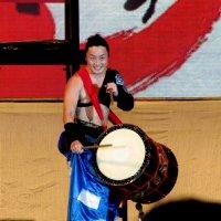 Ты увидишь, ты увидишь, как веселый барабанщик в руки палочки кленовые берет. :: Людмила Жданова