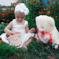 Аня и медведь :: Евгения Беркина
