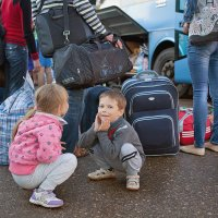 Украинские беженцы, автовокзал :: Анатолий Тимофеев