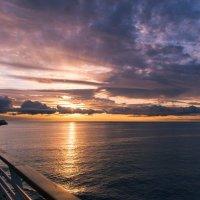 Солнце за море садилось :: Андрей Роговой