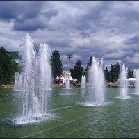 У фонтана. :: Ирина Нафаня