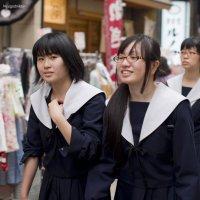 Да, я сфотографировал именно Вас....(Япония, Токио, школьницы) :: Олег Неугодников