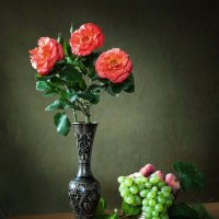 Букет роз и фрукты :: Ирина Приходько