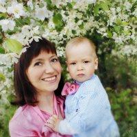 Малыш и весна. :: Елена Прихожай