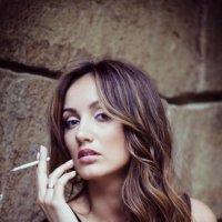 Девушка с сигаретой :: Nina Zaitseva