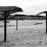 Опустевший  пляж...  скоро осень.... :: Валерия  Полещикова