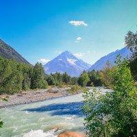 Долина р. Белой с видом на г. Аманауз :: Vladimir 070549