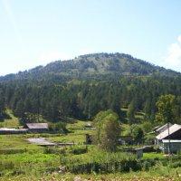 Село у подножия горы :: Наталья Золотых-Сибирская
