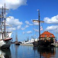 В нашу гавань заходили корабли... :: Владимир Секерко