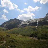 Вид на Софийские водопады, г. София (высота-3637м) и перевал Софийское седло :: Vladimir 070549