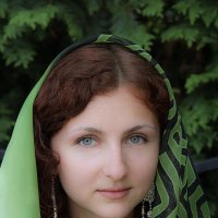 Девушка в платке :: Дмитрий Лебедихин