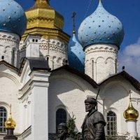 Богоявленский собор и памятник зодчим Казанского Кремля :: Людмила Сафина