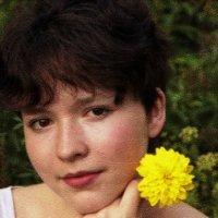 с желтым цветком... :: Наталья