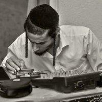 За пультом«Израиль, всё о религии...» :: Shmual Hava Retro