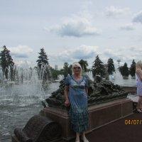 У фонтана :: раиса Орловская