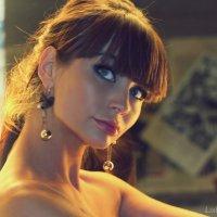 Лора :: Любовь Синцова
