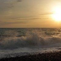 Пенный шелест волн прибрежных... :: Виолетта