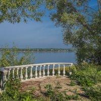 Балкон с видом на Волгу :: Михаил (Skipper A.M.)