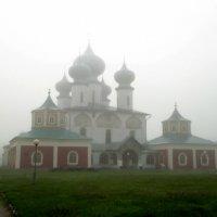 Успенский собор в тумане :: Сергей Кочнев