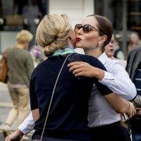 Женский поцелуй :: Алексей Окунеев