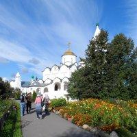Необыкновенное явление в небе над храмом... :: Галина