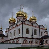 Иверский монастырь :: виктория Скрыльникова