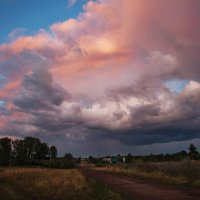 В синем небе плывут облака, загораясь в закатном огне :: Татьяна Губина