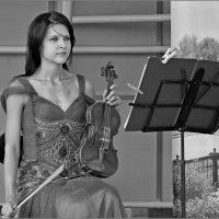 Девушка со скрипкой :: Volkov Igor