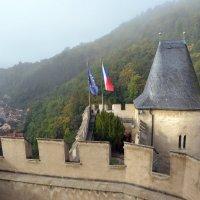 Замок Карлштейн в тумане :: zhanna-zakutnaya З.
