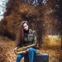 Девушка и саксофоном :: Evgeny Filatov