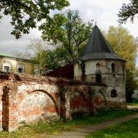Старые стены. :: Наталья Левина