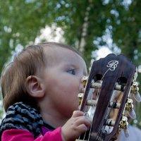 Папина гитара. :: Яков Реймер