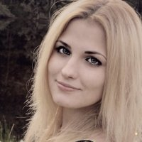 У озера :: Алёна Савченкова
