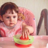 А Вита слушает да ест)) :: Ксения Базарова