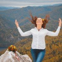 Счастье-лучший наряд для девушки! :: Евгения Антипова