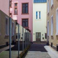 Графика дворика :: Valery Penkin