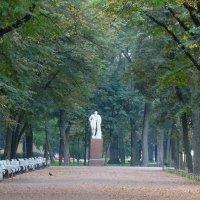 Утро,один и город. :: Владимир Гилясев