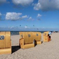 Сентябрьский пляж... :: Владимир Секерко