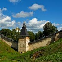 Древние стены Псково-Печерского моностыря :: Руслан Горбачёв