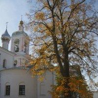 Осень в монастыре. :: Михаил Попов
