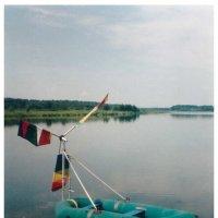 Ветродвигатель на надувной лодке :: Светлана Лысенко
