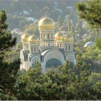 Вид на Свято-Никольский храм Кисловодска с Сосновой горы :: Elena Izotova